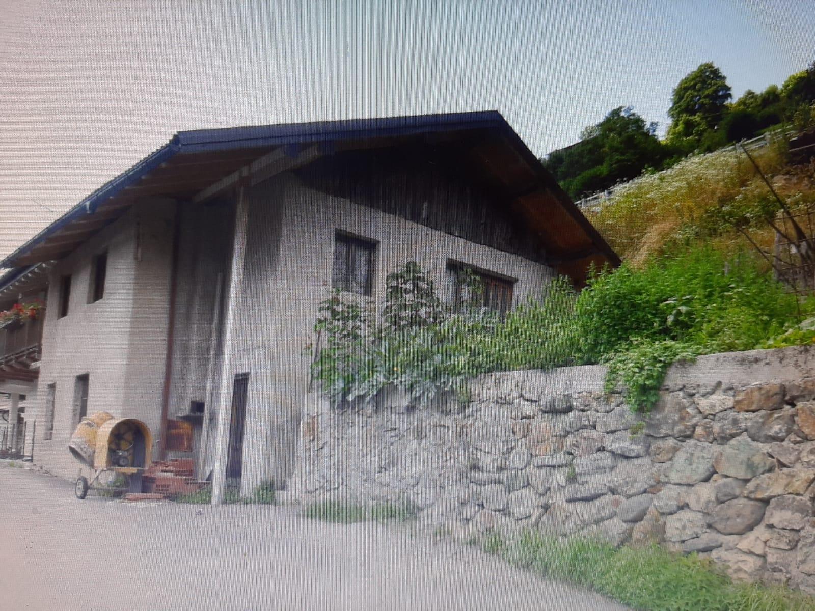 Val dei Mocheni – loc. Kamauz – vendiamo graziosa baita/rustico da ristrutturare